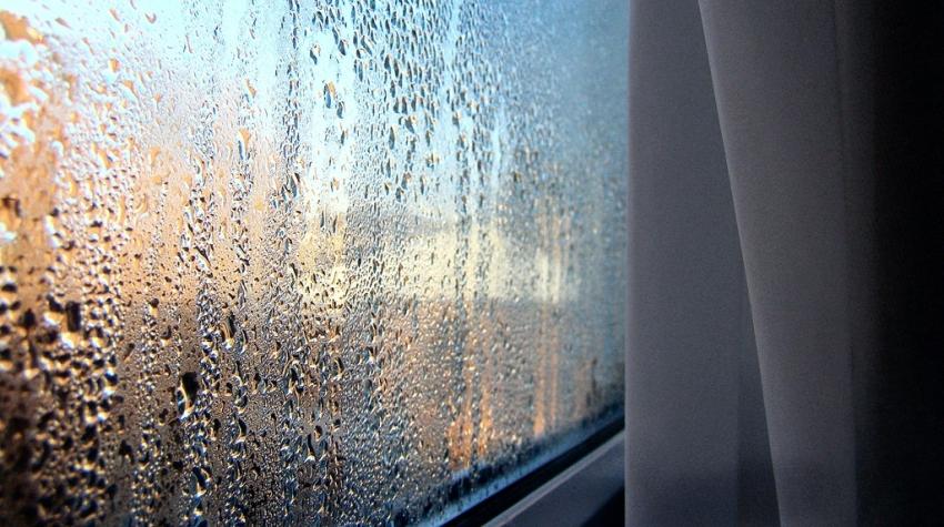 Почему замерзают и потеют окна на балконе - причины и рекоме.