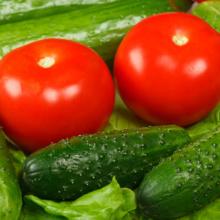 огурцы и помидоры на балконе