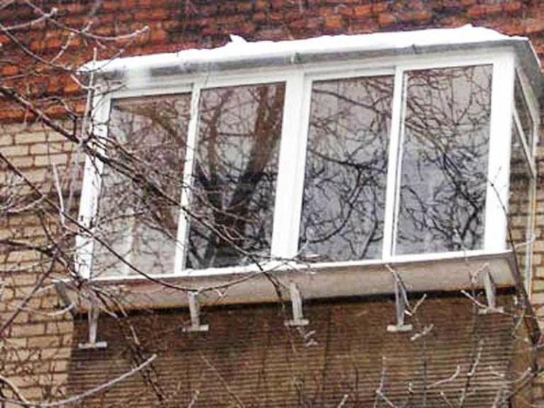 Установка алюминиевых балконов..