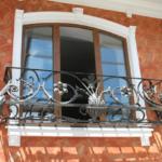 Стильные окна на балконе
