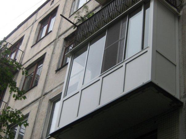 Как застеклить балкон в хрущевке своими руками (видео).