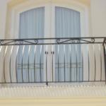 Белый балкон