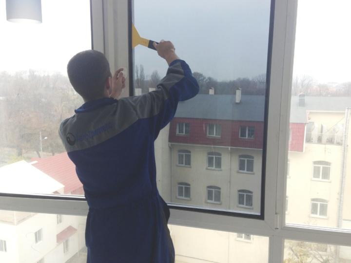 как правильно затонировать балкон