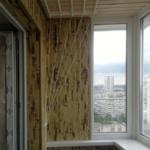 дизайн балкона с использованием бамбука