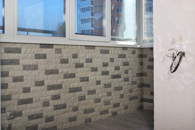 Облицовка балкона искусственным камнем..