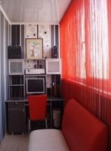 Узкий кабинет на балконе