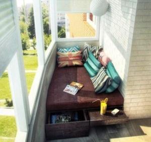 идея как хранить вещи на балконе