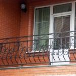 кованые перила на балкон фото