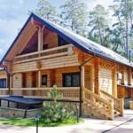 деревянный дом с балконом
