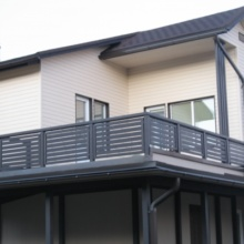 Перила на балкон: виды ограждений, фото, установка своими ру.