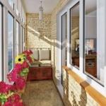 балкон с декоративной кирпичной кладкой