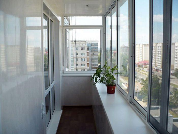 Теплое и �олодное о��екление балкона и лоджии ал�миниев�м