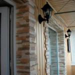 Комбинированная отделка балкона