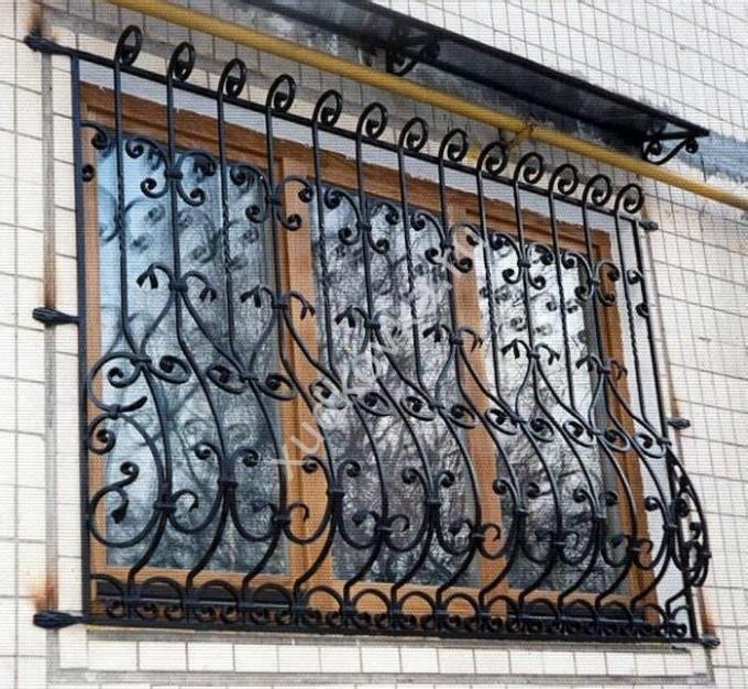 кованое окно