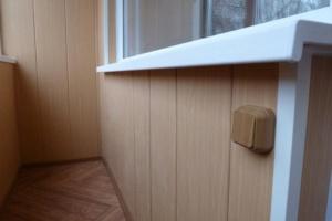 Обшивка балкона вагонкой из дерева