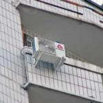 кондиционер с внешней стороны балкона