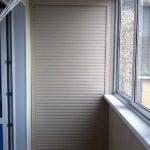 шкаф на балкон с рольставнями