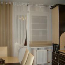 шторы на окно с балконом на кухню