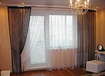 шторы в гостиную окно с балконом