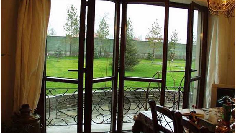 французские двери на балкон гармошкой
