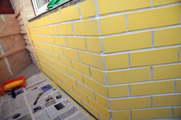 как покрасить кирпичный балкон