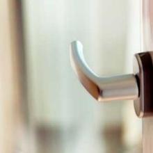 регулировка двери балкона
