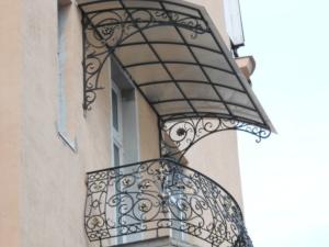 козырек на балкон из поликарбоната