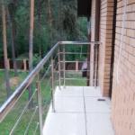 ограждения из нержавеющей стали в частном доме