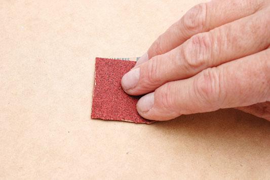 Зачистка наждачной бумагой