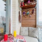 дизайн балкона с кирпичной кладкой