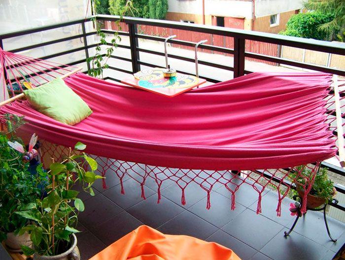 подвесной гамак на балконе