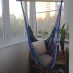 подвесное кресло с подушками
