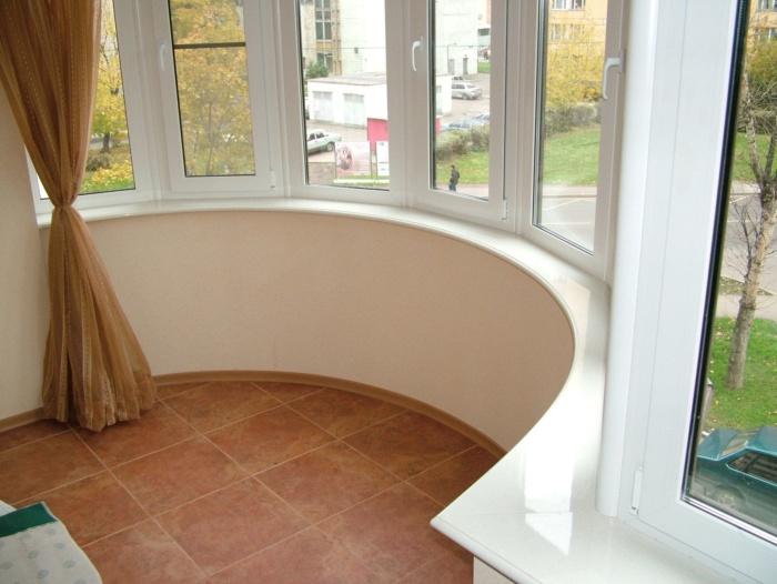 как установить подоконник на балконе эркерного типа