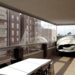 большой безрамный балкон
